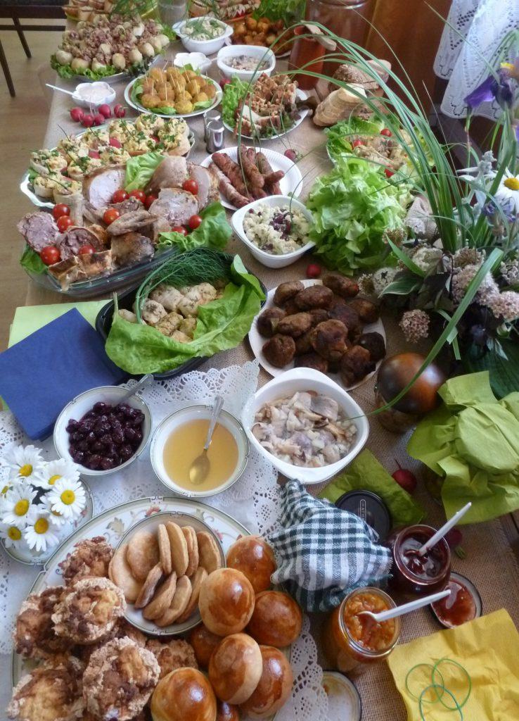 """Konkurs kulinarny """"Śniadanie Piłsudskiego"""" – stół konkursowy."""