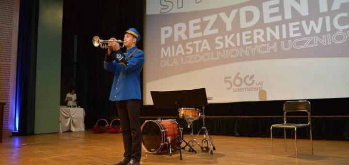 Zdjęcia wykonane zostały w kinie Polonez w Skierniewicach. Dwóch uczniów naszej szkoły otrzymali stypendia od Prezydenta miasta Skierniewic.